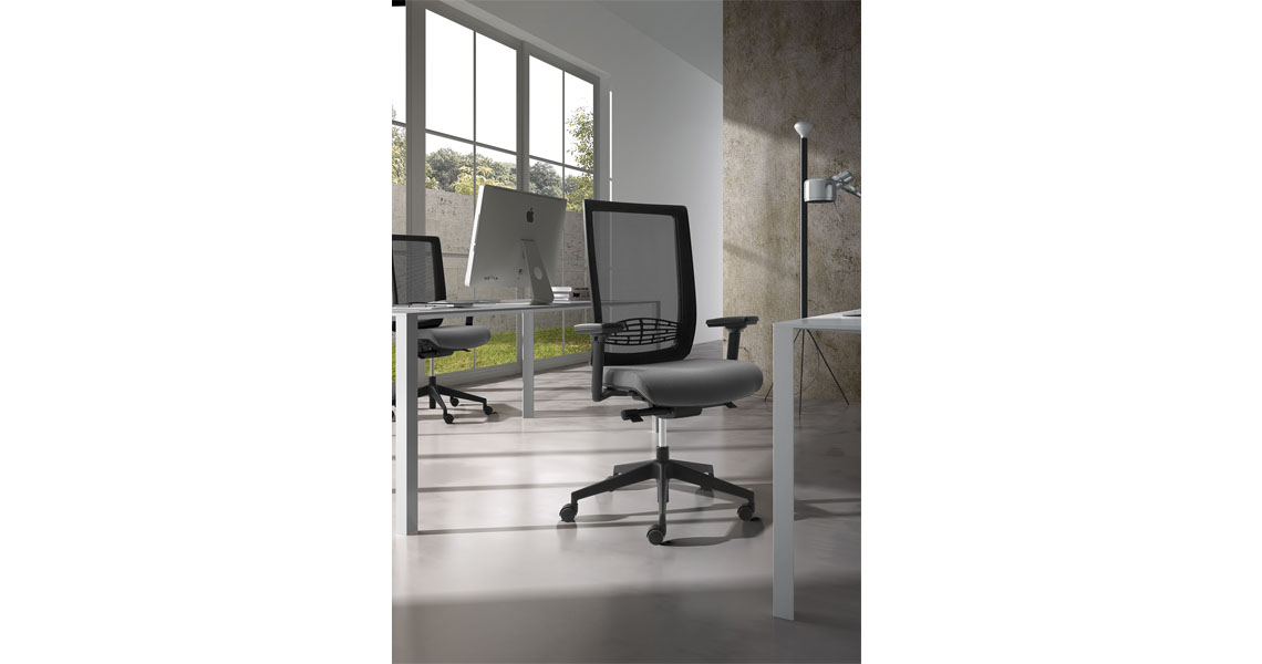Ergonomic Seating And Chairs With Mesh And Arms Leyform